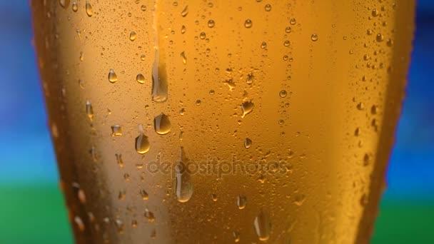 Kapky vody textury na sklenici piva.
