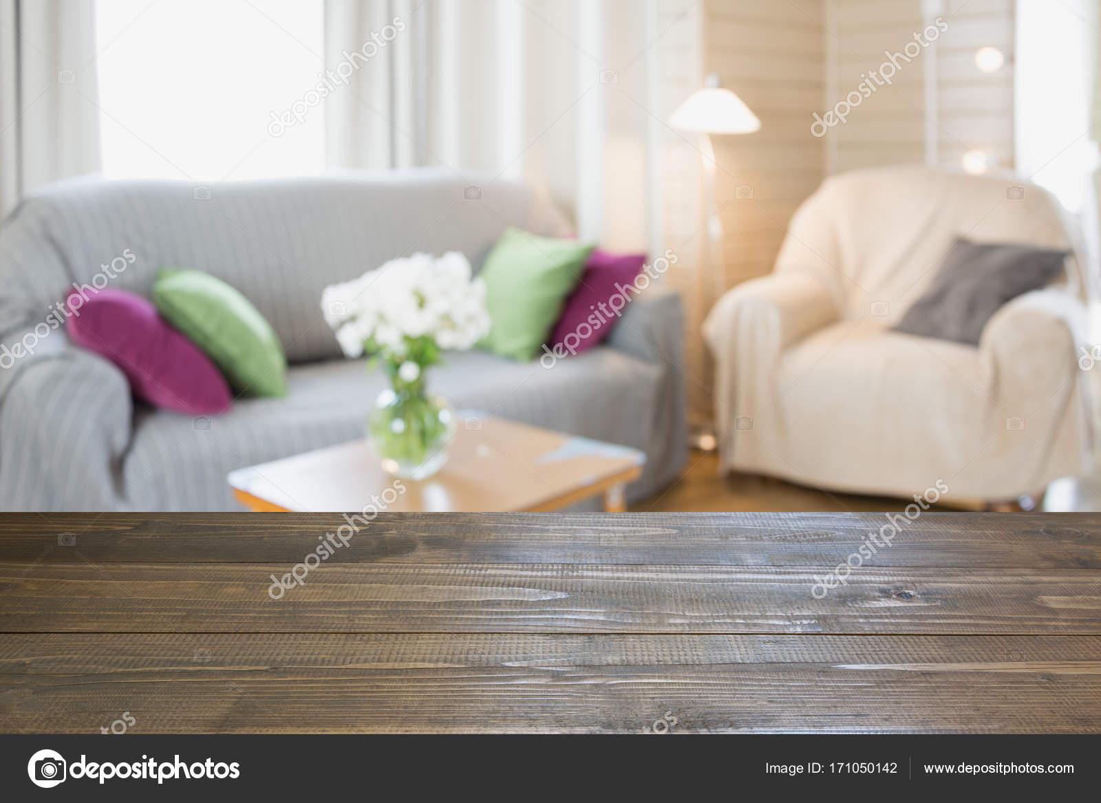 Salon moderne flou intérieur dans un style rustique avec ...