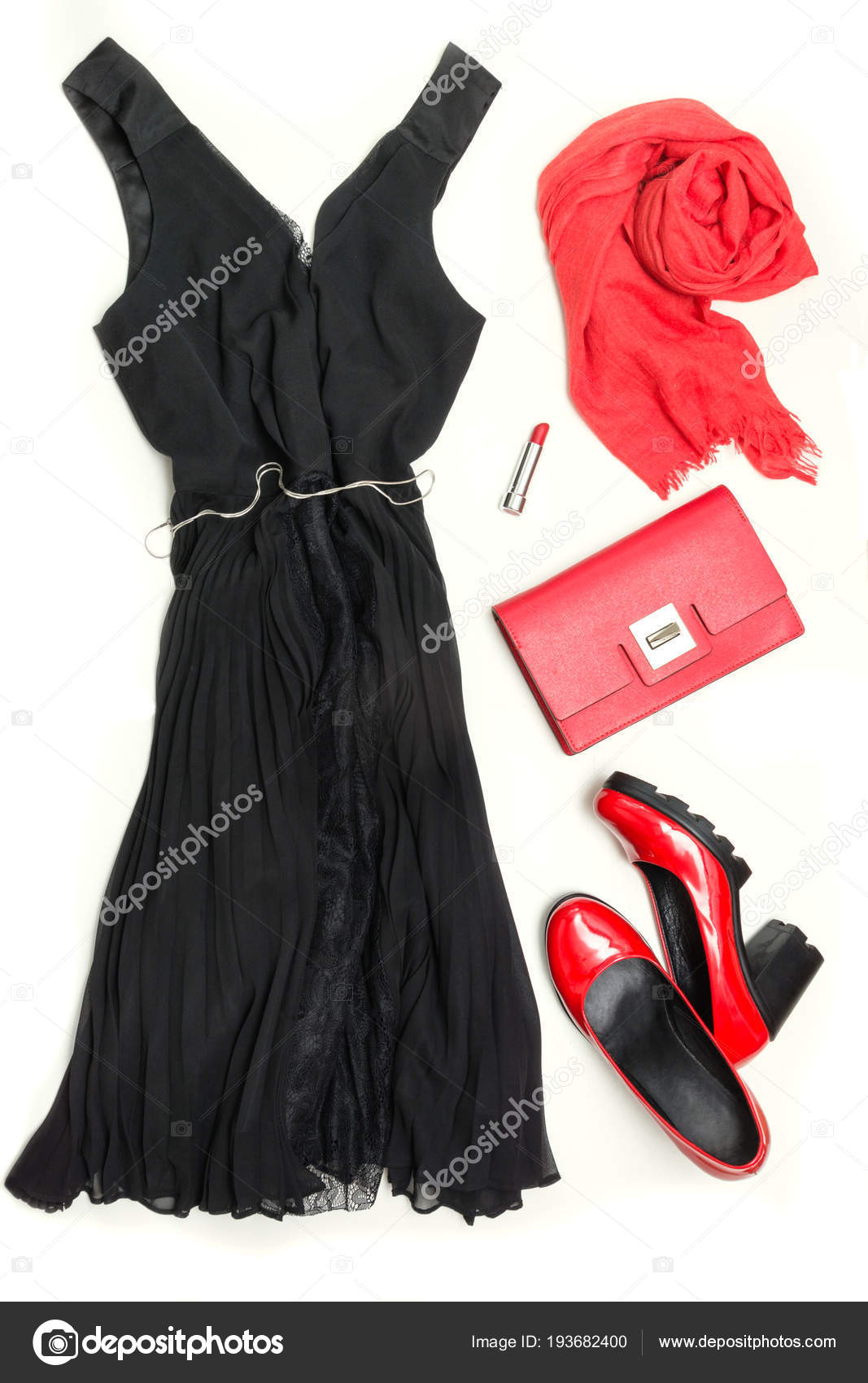 7922b056d1cb Elegantní Dámské malé černé šaty a červené doplňky pro oslavu nebo  dovolené. Rozložení bytu– stock obrázky