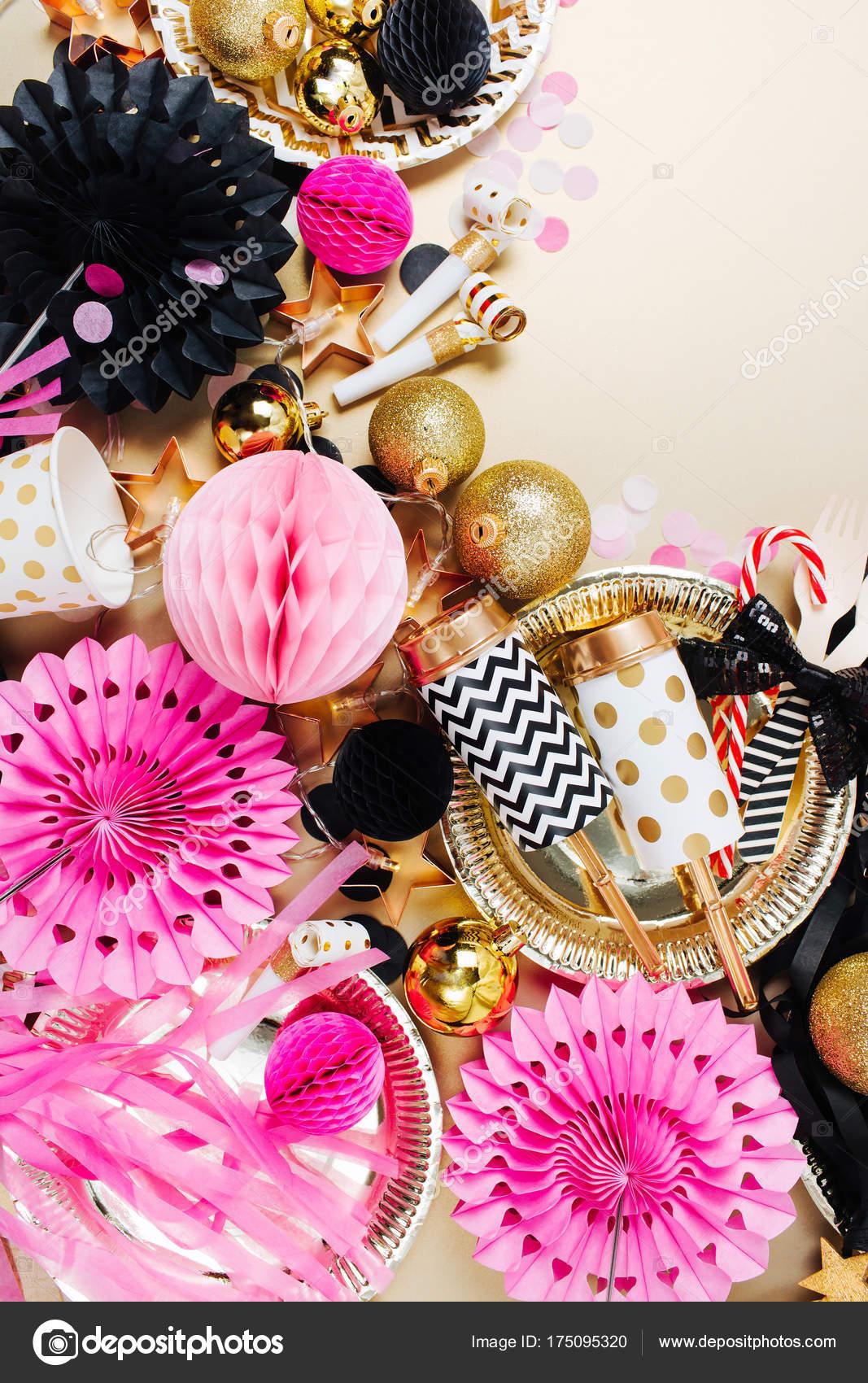 Decoracion rosa y negro fondo festiva decoraci n con for Adornos navidenos 2017 trackid sp 006