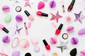 Sada krásy příslušenství a kosmetických výrobků. Rozložení bytu