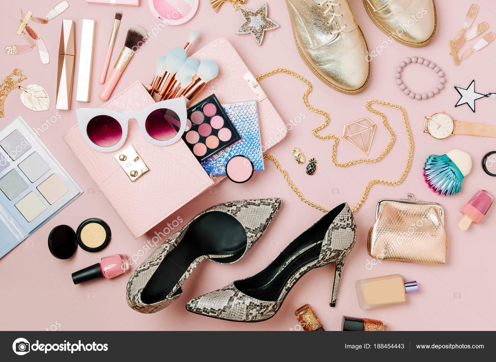 Plat Laïcs Accessoires Mode Féminine Produits Maquillage Sac Main Sur \u2014  Photo
