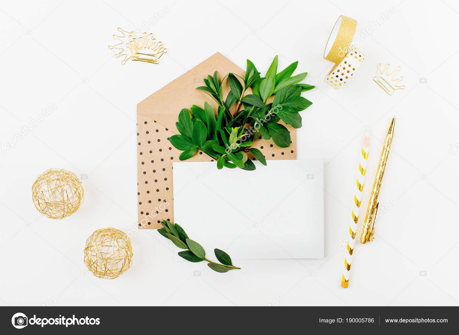 Gestalteten Schreibtisch Mit Umschlag Leere Karte Zusammensetzung ...