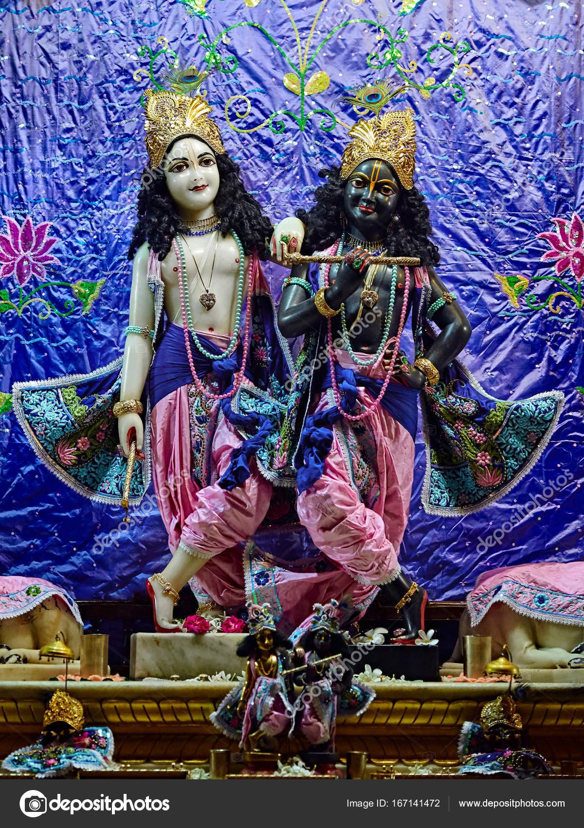 Божества в Шри Кришна Баларам Мандире