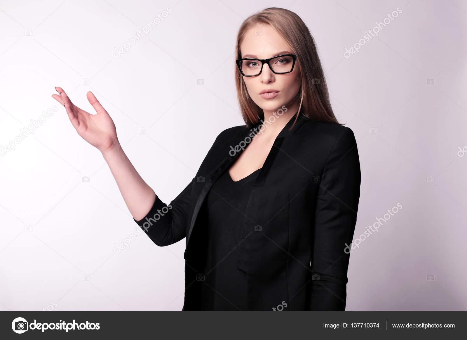 Vestito Elegante Ufficio : Uomo d affari donna con capelli biondi dritti in elegante ufficio
