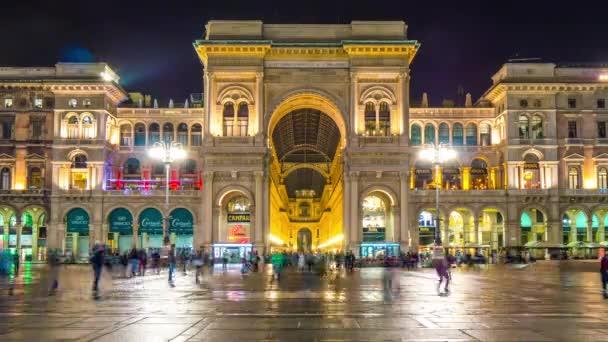 panorama di notte Milano shopping galleria vittorio emanuele 4 tempo di k scadere Italia