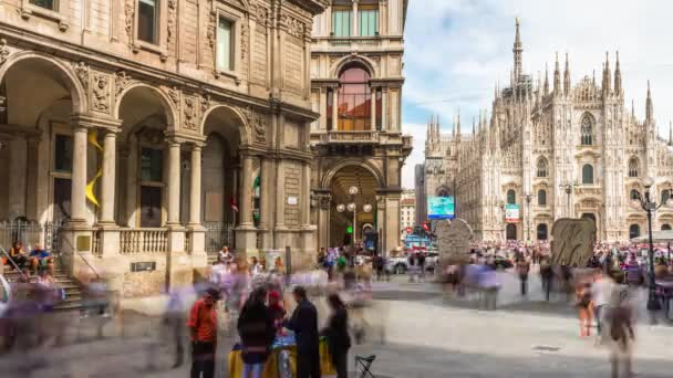 e4b001212157 Ημέρα  Μιλάνο περισσότερα Πανόραμα street θέα στον καθεδρικό ναό duomo 4 k  χρόνος παύουν Ιταλία– πλάνα αρχείου