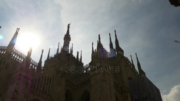 Italia luce Milano famoso duomo Cattedrale sul tetto posteriore panoramico soleggiato 4K