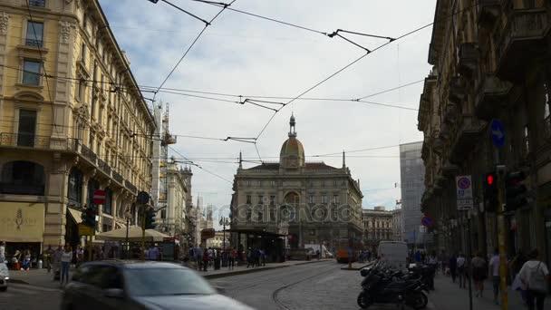 Italia estate giorno famosa Milano panorama della città piazza cordusio 4k