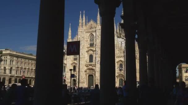 Turisté navštíví Piazza del Duomo