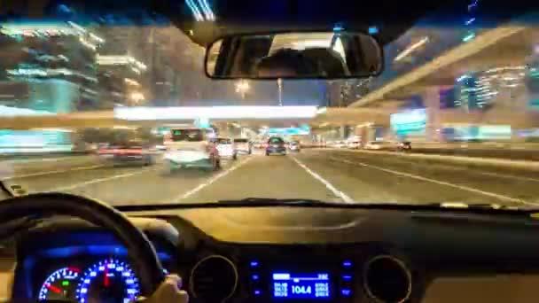 Auto na ulicích Dubaje