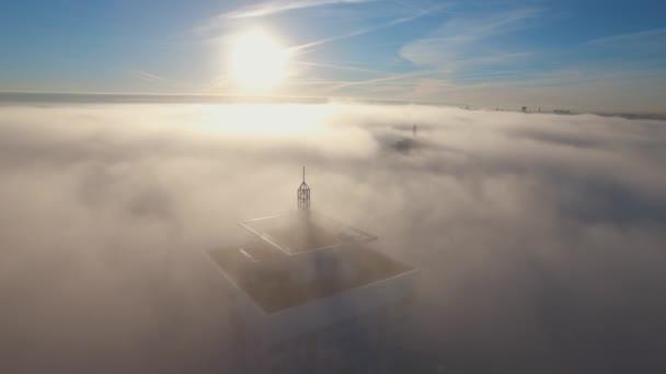 Stadtbild im Nebel