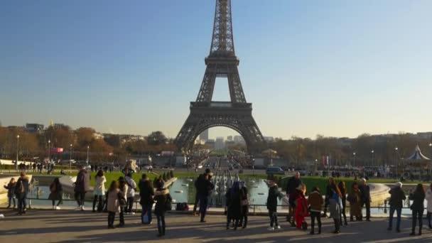 turisták, az eiffel-torony