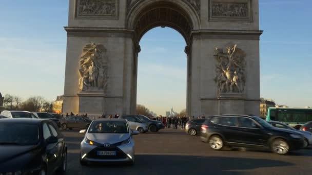 Paris daytime life