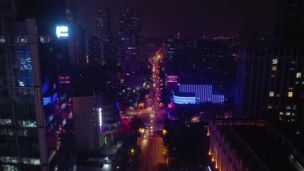 Éjszakai repülés Nanjing város felett Légi panoráma 4k felvételek