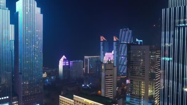 éjszakai megvilágítás show qingdao város belvárosában légi panoráma 4k porcelán