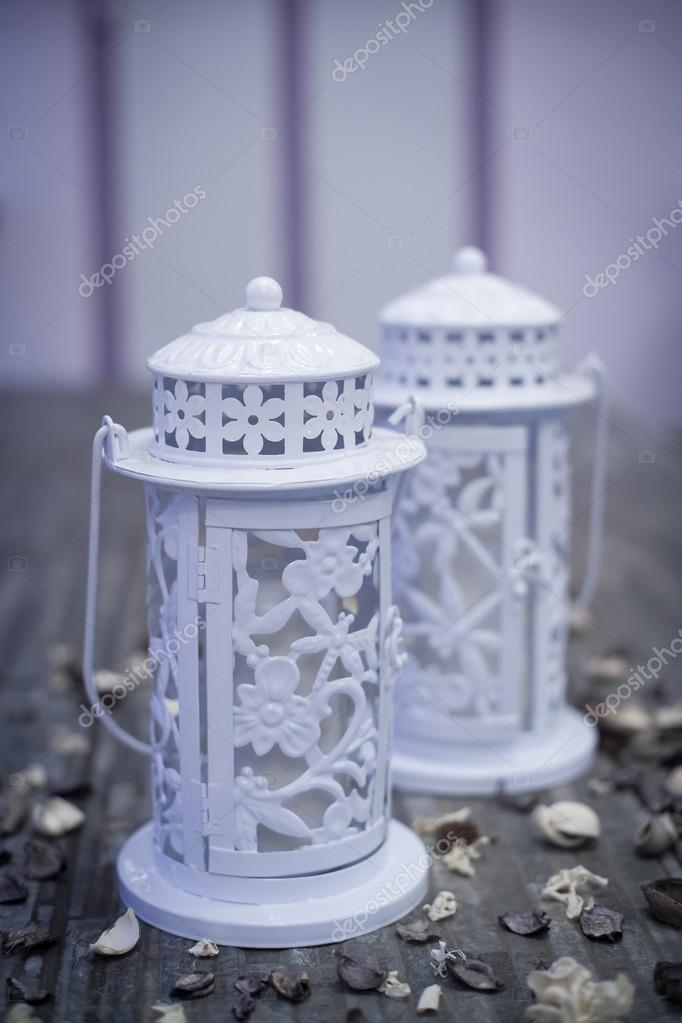 Lampe de jardin blanc avec bougie — Photographie Bussardel © #125062256