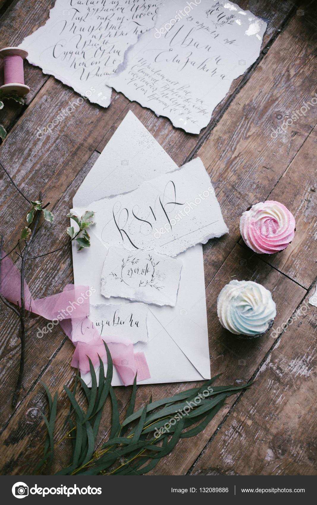 Grafik Der Schonen Kalligraphie Hochzeitskarten Mit Zwei Mini Kuchen