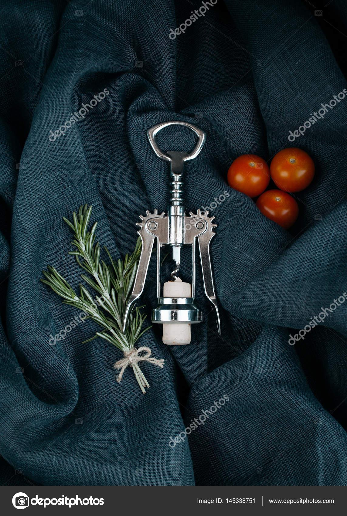 Küchen-Accessoire. Metall Flaschenöffner mit Kork, Rosmarin und ...