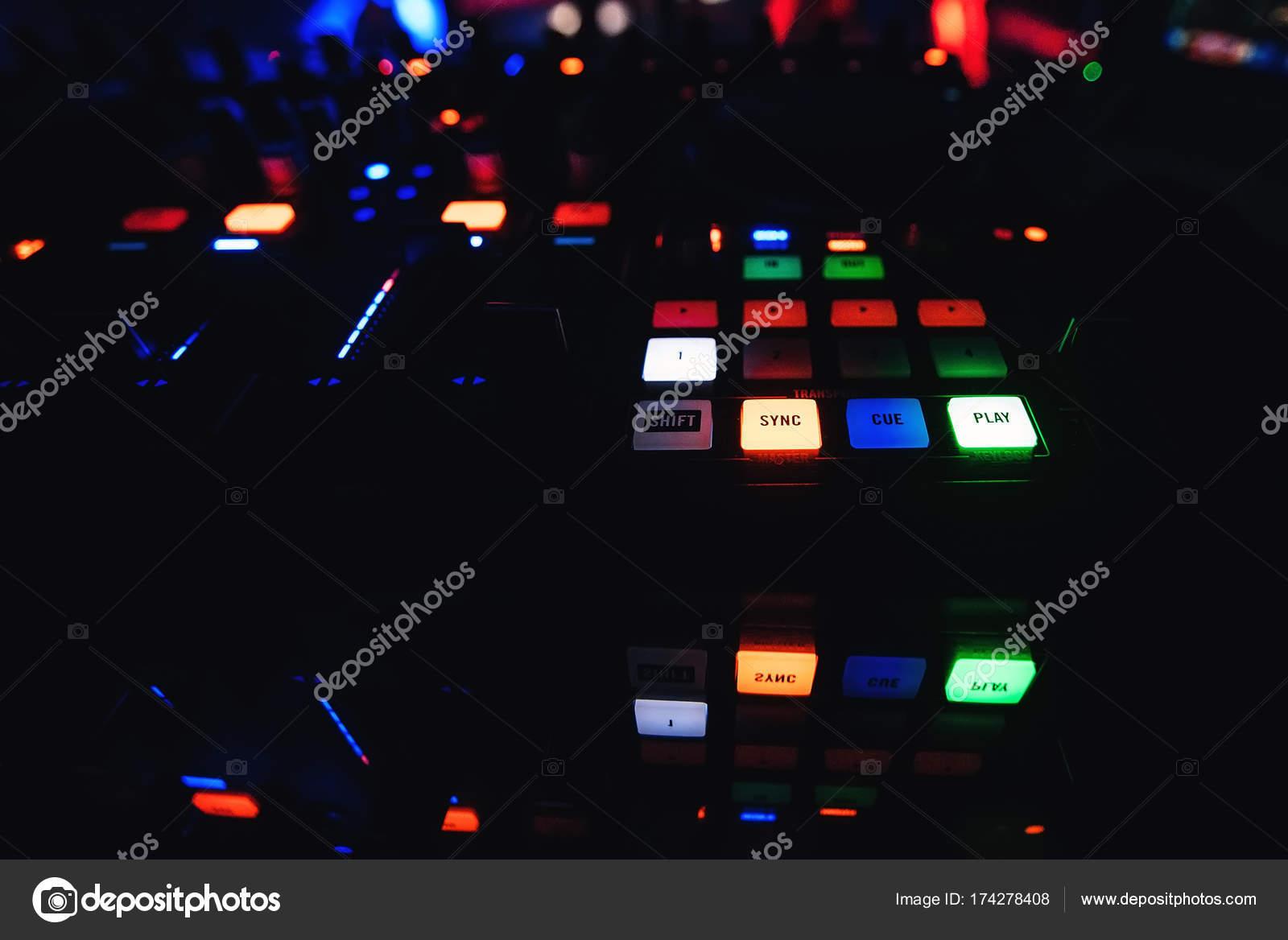 Pulsanti mixer dj con illuminazione per creare e mixare la musica