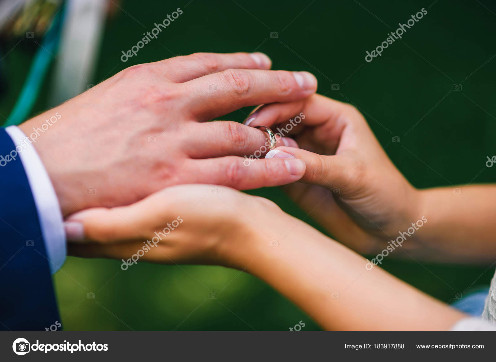 bride wears the ring on grooms finger at wedding ceremony — Stock ...