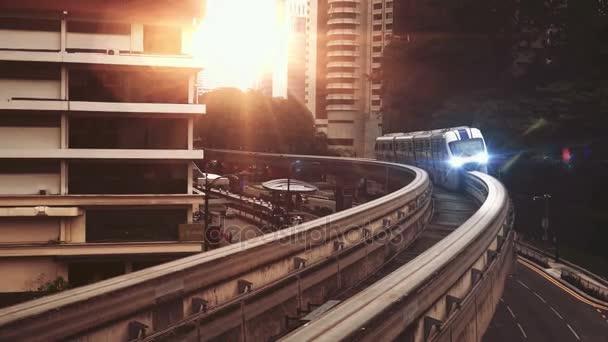 Skytrain in Kuala Lumpur City im filmischen Stil -Video
