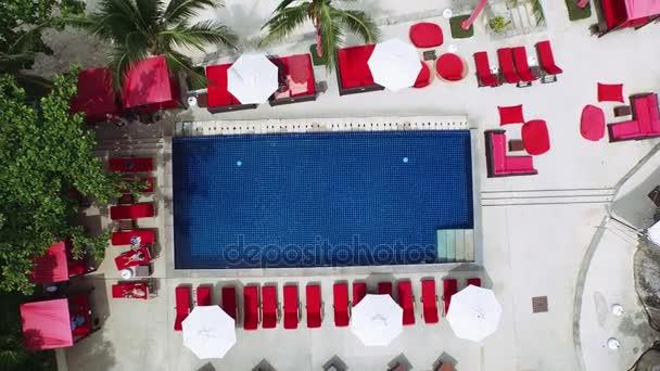 Blick vom Schwimmbad auf das Wohnzimmer