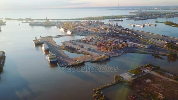 A légi felvétel a kereskedelmi kikötő légi konténer Nézd, vízi közlekedés, nemzetközi, Shell tengeri, közlekedési