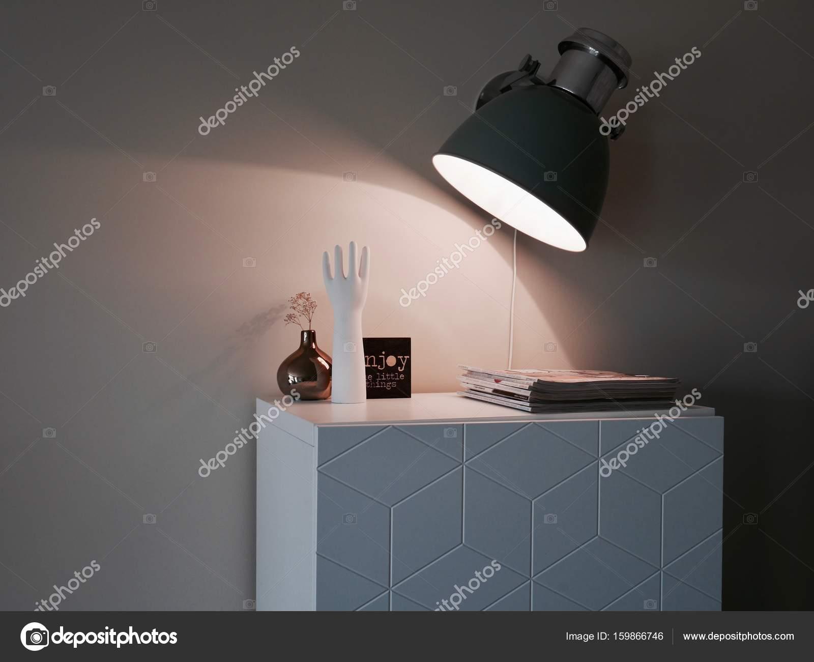 Badkamerkast Met Lamp : Moderne kast wandlamp decoratie u2014 Стоковое фото © mixinstijl