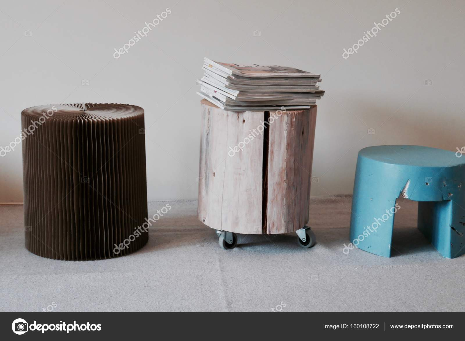 Decoratie krukjes - bijzettafeltjes woonkamer — Stockfoto ...