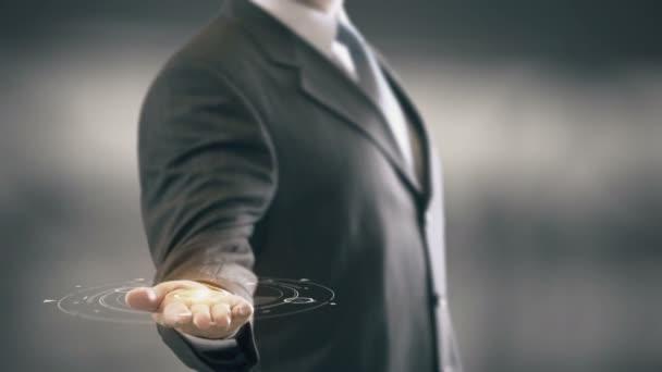 Sociální média s konceptem žárovka podnikatel s hologramem