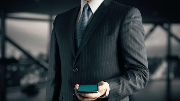 Geschäftsmann mit Logistik-Hologramm-Konzept