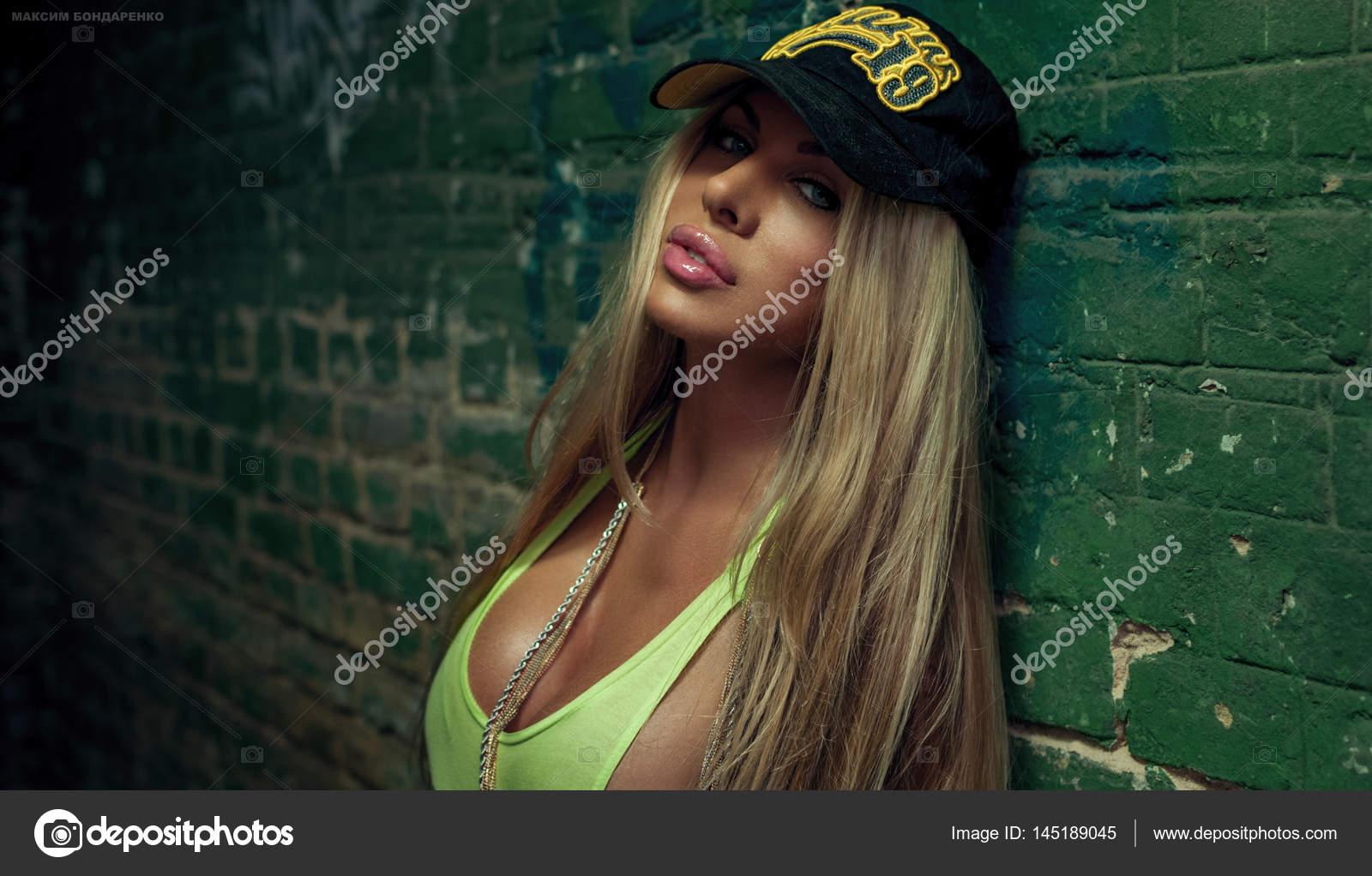 Сексуальная девушка в стиле хип хоп фото — 12