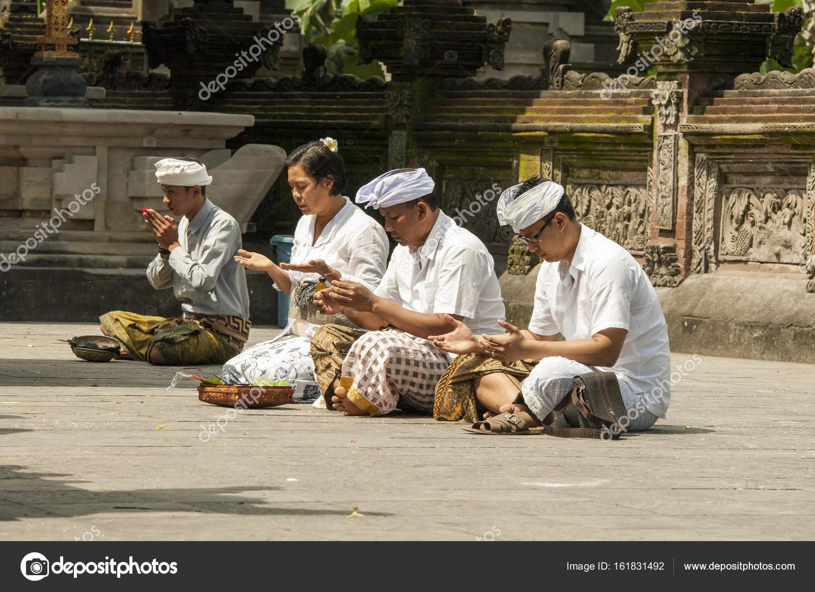 Orações nas diferentes Religiões branco