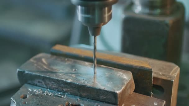 Metal drilling machine