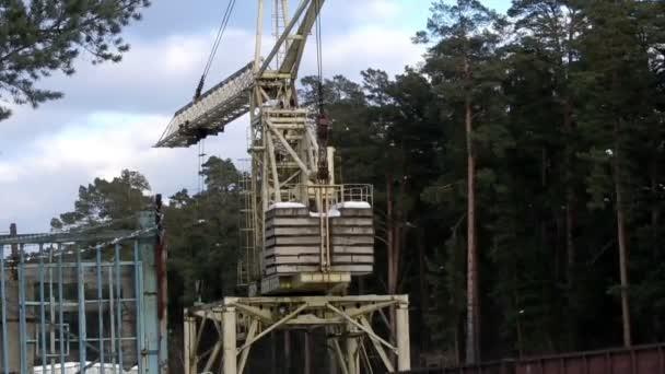 práce stavební jeřáb