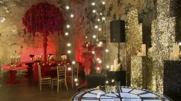 Chic wedding interior in red and gold tones
