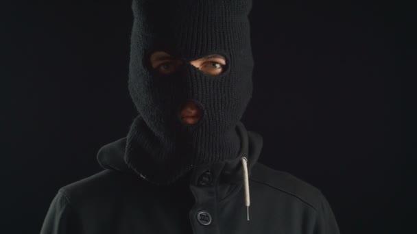 Portrét nebezpečný terorista v masce