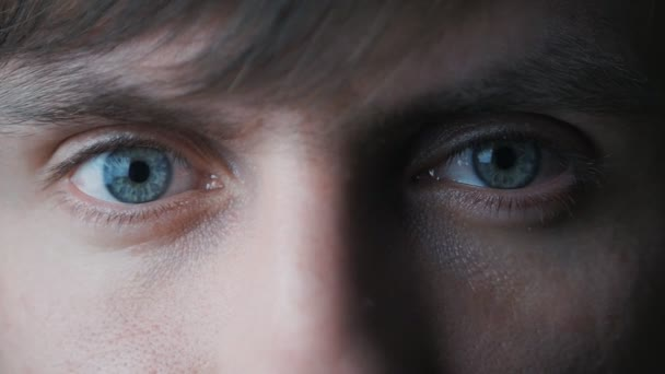 Detail mans modré oči