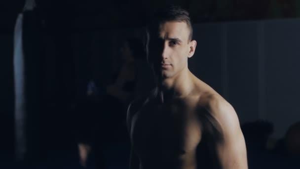 Detailní záběr portrét člověka Boxer v boxerském klubu
