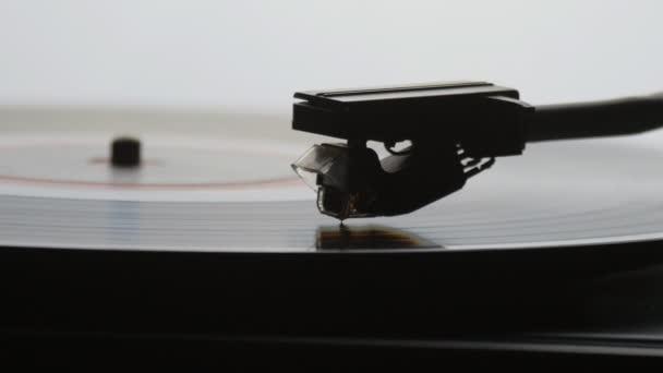 Staré retro gramofon hraje lp vinyl záznam