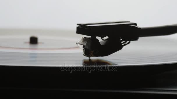 A régi vintage gramofon, lp bakelit lejátszás gyorsított