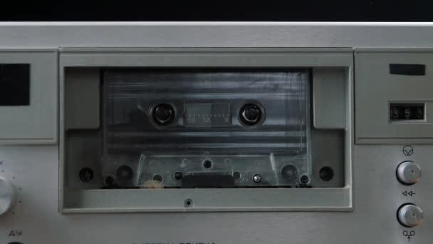 Přehrávání audio kazeta. Kazetový magnetofon
