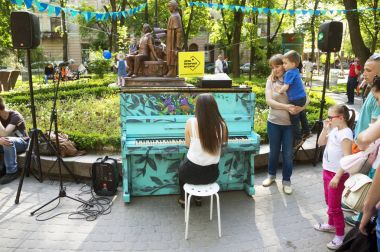 Street music in the holiday