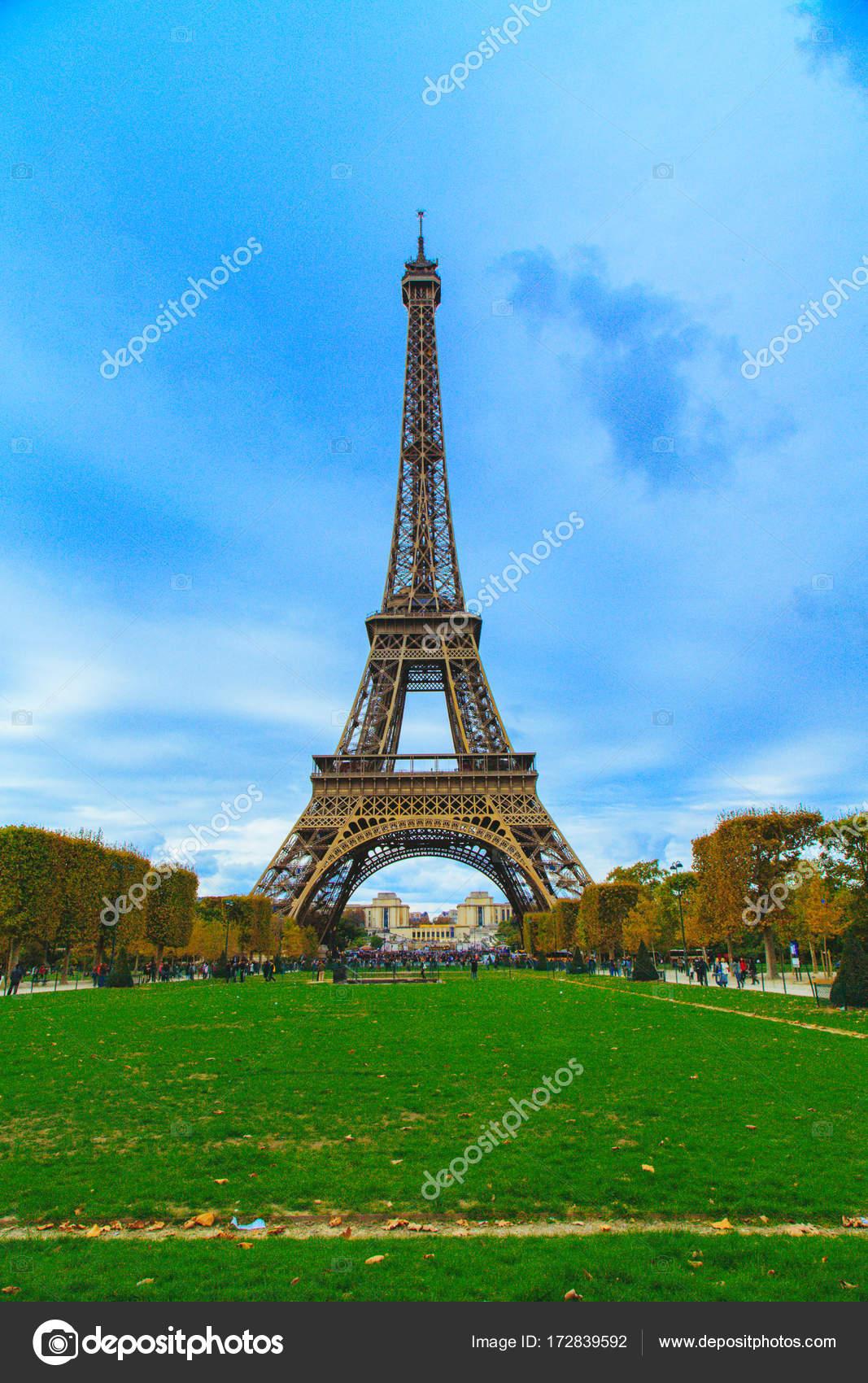 Picture Beautiful Paris Wallpaper Beautiful Eiffel Tower View Paris Empty Park Right Front Tower Stock Photo C Ingus Kruklitis Gmail Com 172839592