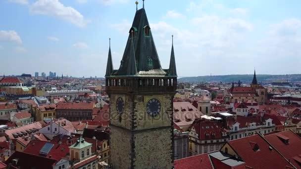 Krásný letecký pohled Praha orloj na Staroměstském náměstí města. Pohled shora