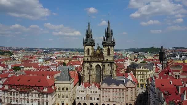 Krásný letecký panoramatický pohled na kostel Panna Maria před Týnem na staré město náměstí z Prahy Kostel před Týnem