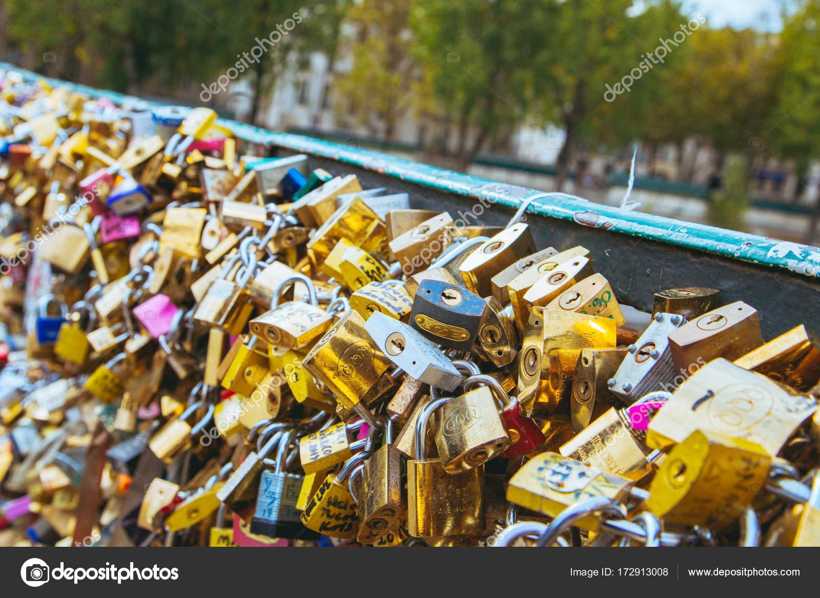 Schlosser Der Liebe In Paris Auf Der Brucke Von Notre Dame