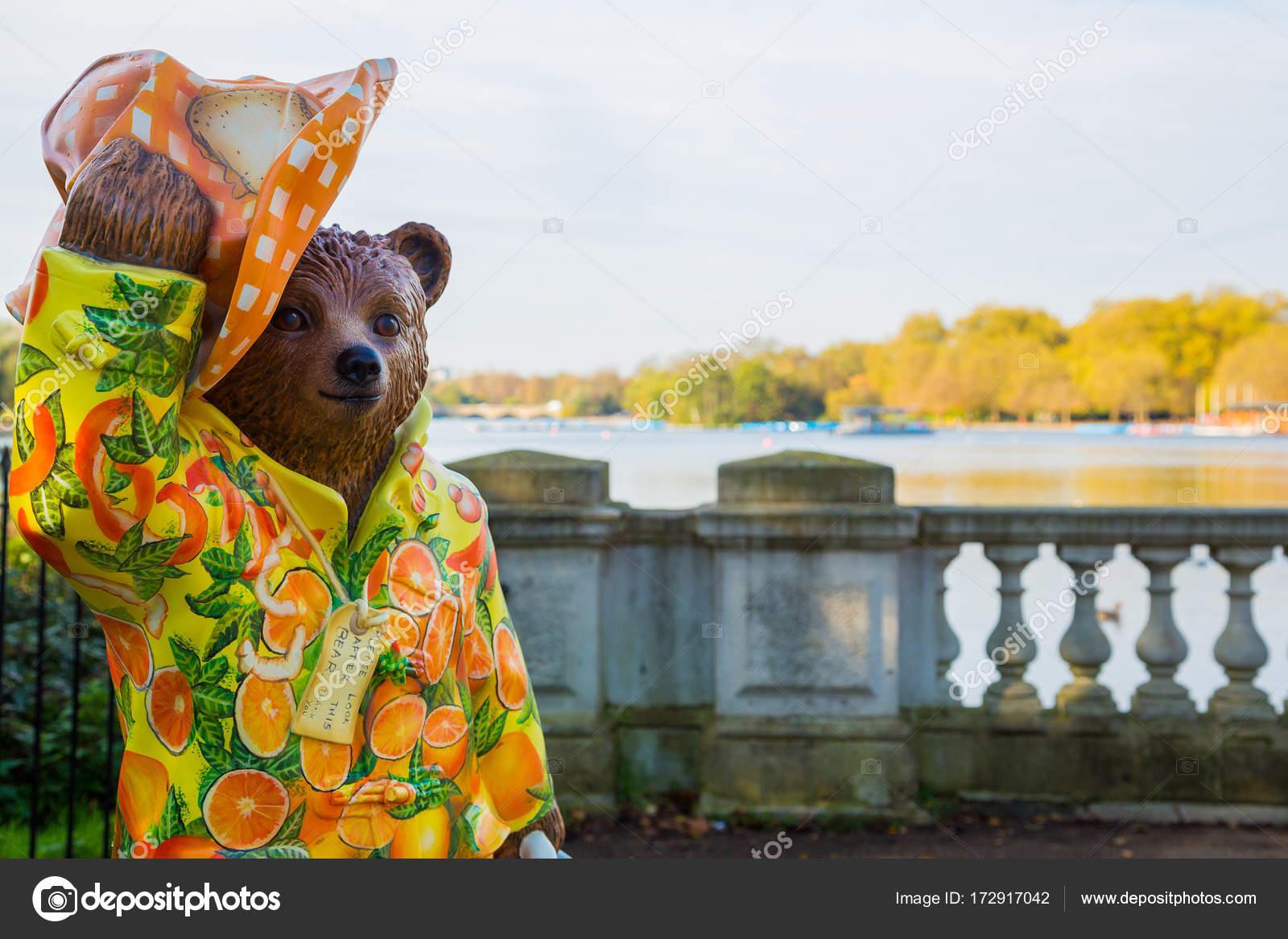 Paddington Bär Statue Stehend Hyde Park London Gruß Alle — Stockfoto ...
