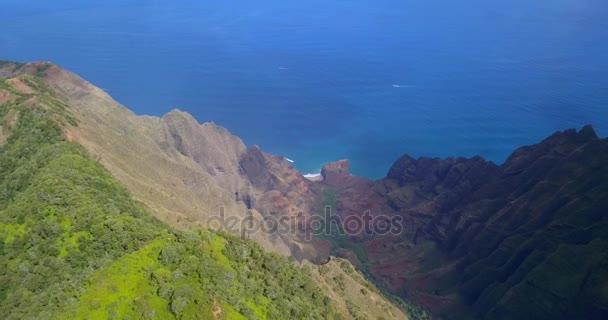 Csodálatos légi felvétel a egzotikus Paradicsom-sziget és a Napali part Kauai island Hawaii sziklák, a rainbow, a Csendes-óceán